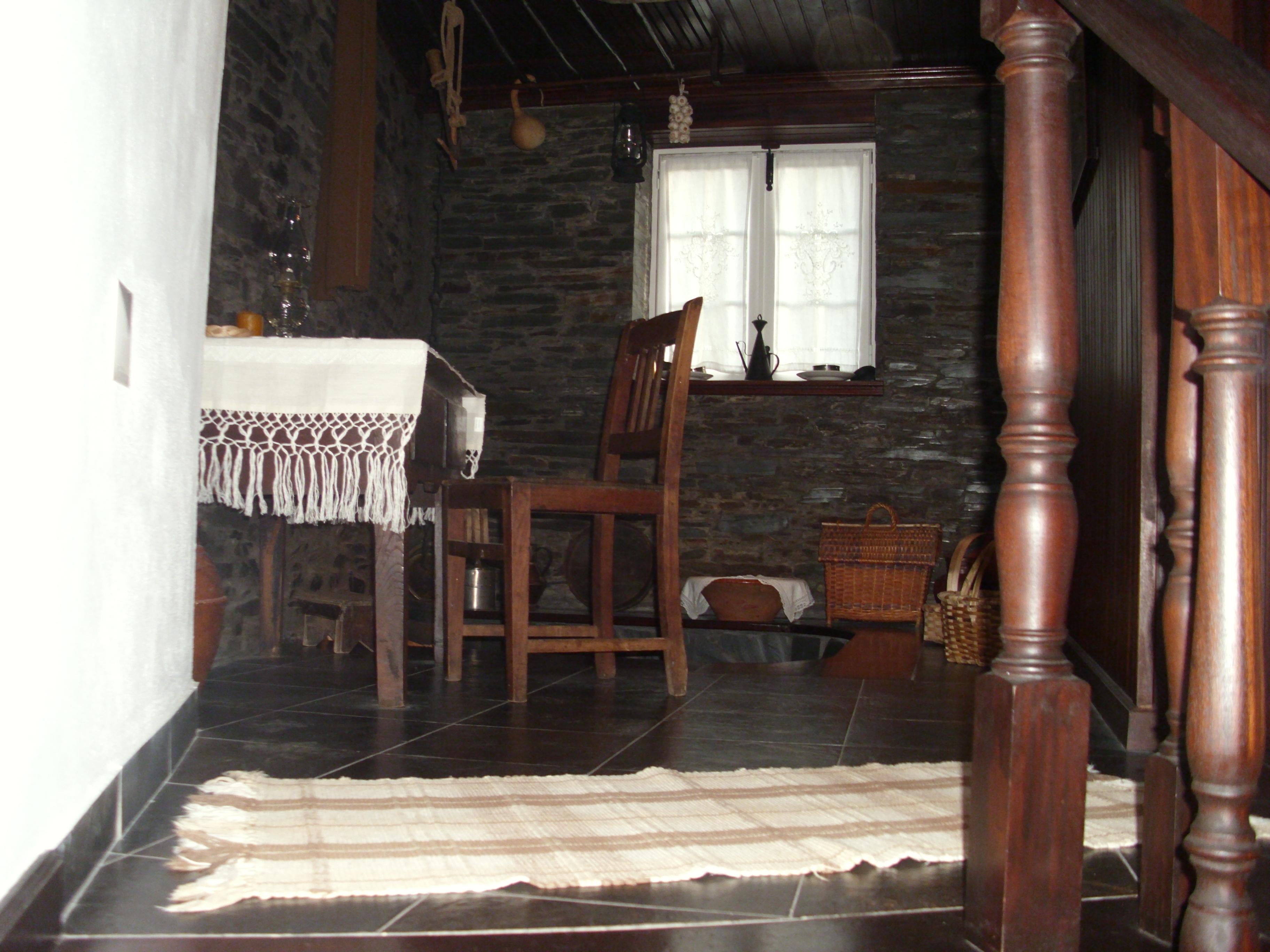 #945A37 casas recuperadas para turismo de habitação mantém as vitualhas e  1182 Portas E Janelas De Madeira Em Mogi Das Cruzes