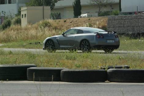 Apesar de ter matrícula poder andar na estrada GT-R é um animal de pista
