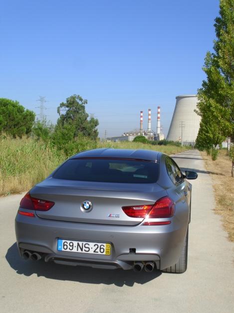 o BMW M6 Gran Coupé enfrenta qualquer estrada sem medos ou hesitações