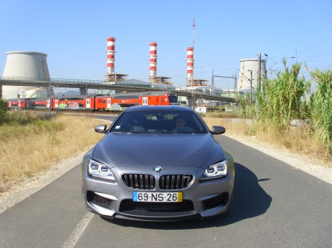 O BMW M6 Gran Coupé impressiona por vários motivos