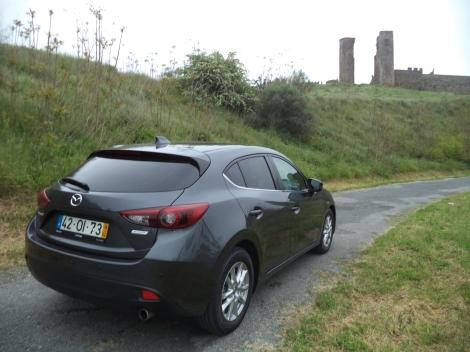 o Mazda 3 é bastante confortável e está bem equipado