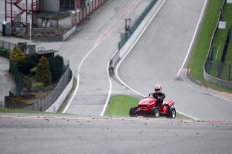 Tiago Monteiro fez Eau Rouge de corta-relvas a 130 km/h