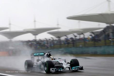 """Lewis Hamilton conquistou mais uma """"pole"""" para a Mercedes na China"""