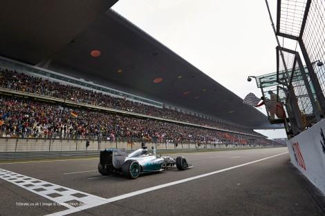Lewis Hamilton dominou o GP da China de forma quase insolente
