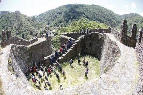 Um punhado de aventureiros conquistou no séc XXI castelos com mais de um milénio de vida