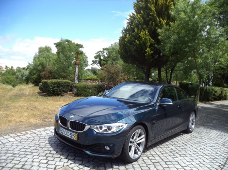 O BMW 428i Coupé é a entrada de gama a gasolina na Série 4 em Portugal