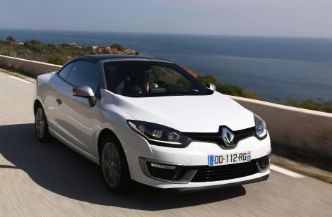 O Mégane CC recebeu o novo visual Renault e ficou mais distinto e elegante