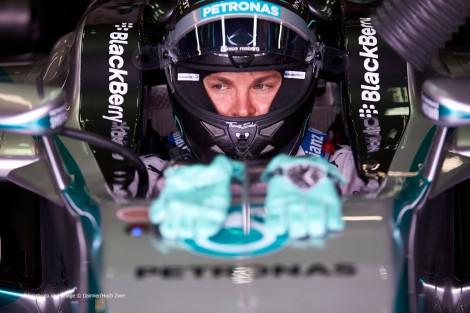 Nico Rosberg assinou com a Mercedes por mais dois anos