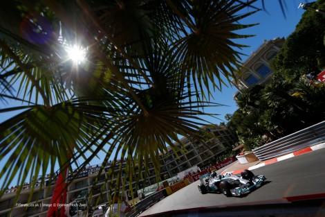 """Nico Rosberg conquistou uma """"pole"""" controversa no Mónaco"""