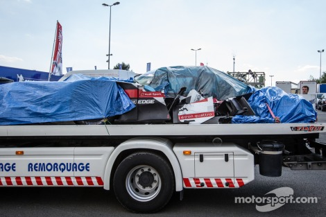 Aesar de tapado vê-se bem que o Audi R18 de Duval ficou destruído
