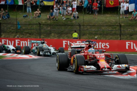 Fernando Alonso perdeu a vitória nas últimas voltas