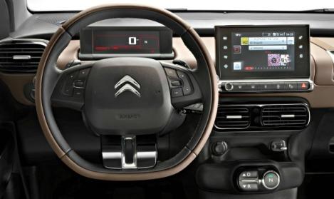 """À sua frente existe o volante, um mostrador digital e um """"tablet"""""""
