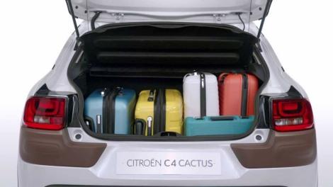 Os 358 litros da bagageira permitem transportar volumes grandes sem roblemas