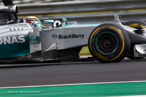 Hamilton foi autor de mais uma corrida de antologia desde o último lugar da grelha