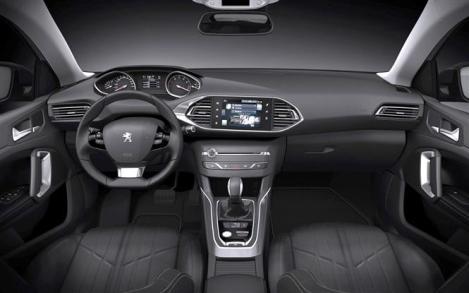 """O interior é semelhante ao do 308 """"hatchback"""""""