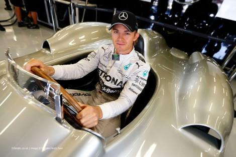 Nico Rosberg estendeu por mais três anos a sua ligação à Mercedes