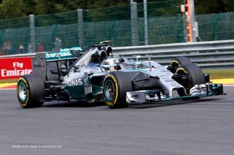 O toque entre Hamilton e Rosberg vai dar muito que falar