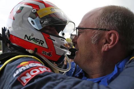 Felipe Nasr é felicitado pelo pai após vencer em Spa