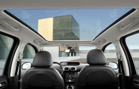 O interior tem muita luz graças ao Visiodrive e ao teto panorâmico em vidro