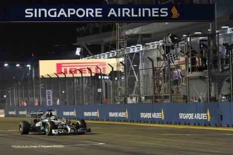 Hamilton venceu em Singapura e é agora o novo líder do Mundial