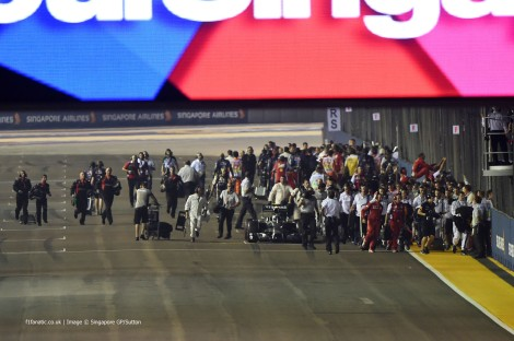 Rosberg teve problemas mesmo antes da partida e abandonou mais tarde