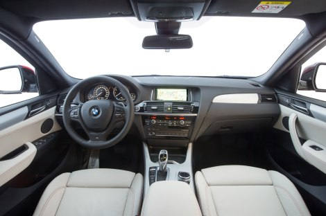 No interior respira-se a habitual qualidade BMW