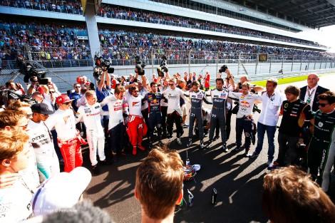 Os pilotos fizeram uma corrente de oração por Jules Bianchi antes da prova