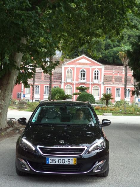 A Peugeot 308 SW com motor BlueHDi de 150 cv e equipamento Allure custa 35.550 euros