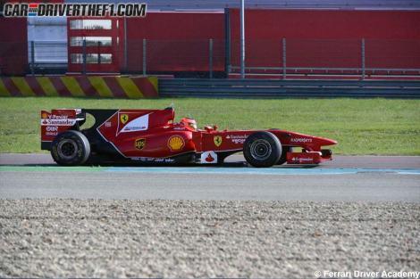 Esteban Ocon rodou com um Ferrari em Maranello sem cometer erros