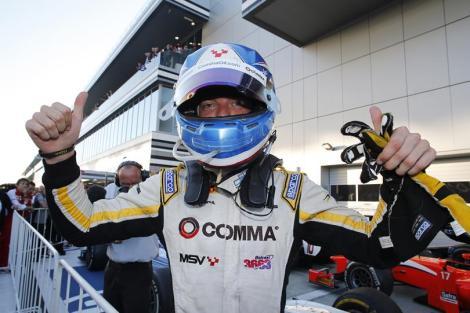 Jolyon Palmer festeja o seu título de Campeão na GP2