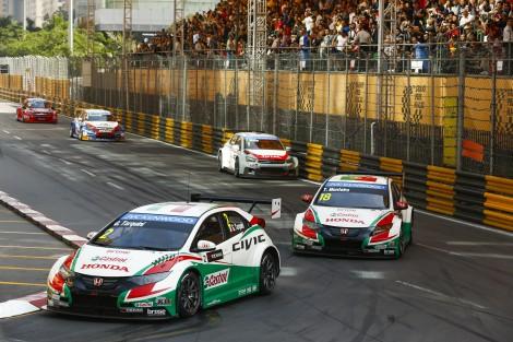 Tarquini ainda foi 3º na primeira corrida mas o desgaste físico foi demasiado e não alinhou na segunda