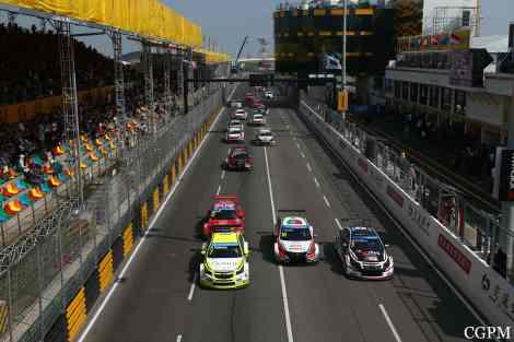 Monteiro dominou a segunda prova mas acabou engolido pelo pelotão na última volta