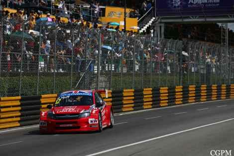 Ron Huff herdou o triunfo nas última volta e deu à Lada a segunda vitória do ano