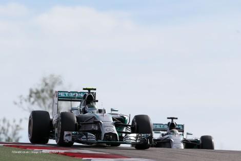 Rosberg ainda liderou a primeira parte da prova mas foi batido por Hamilton