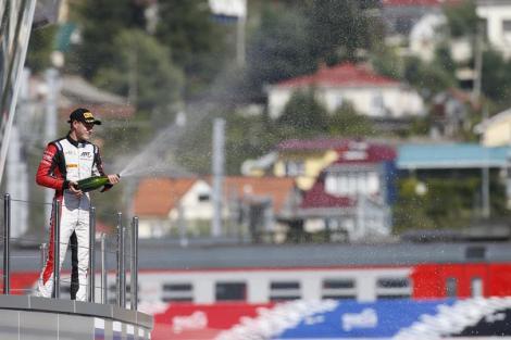 Stoffel Vandoorne vai ter a honra de estrear em pista  McLaren/Honda