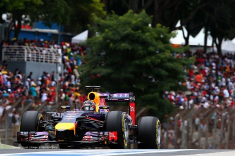 Vettel em 5º foi o único dos Red Bull a chegar ao final