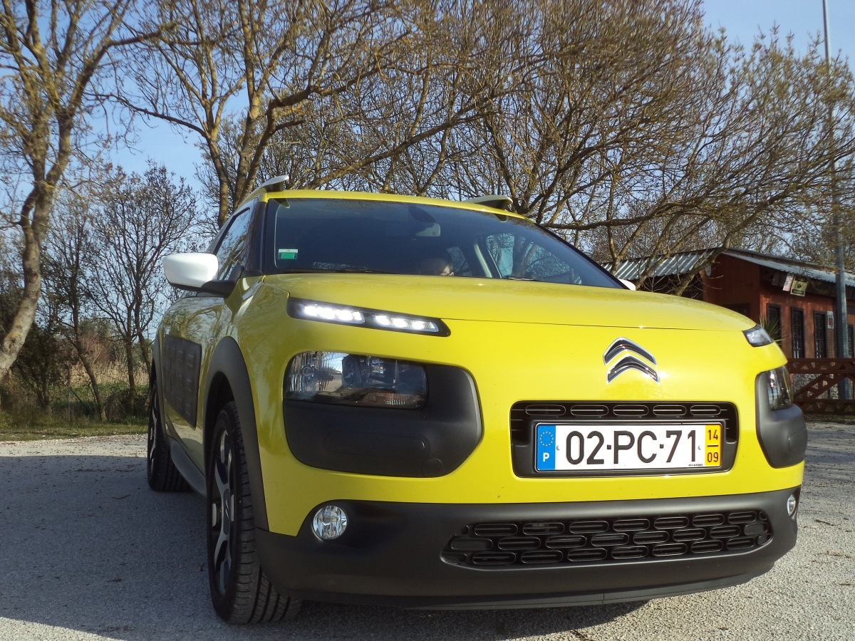 Citroën C4 Cactus 1.2 PureTech 82 Feel vs Citroën C4 Cactus 1.6 BlueHDi 100 Midnight