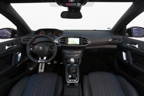 O caráter desportvo do 308 GT está também no interior