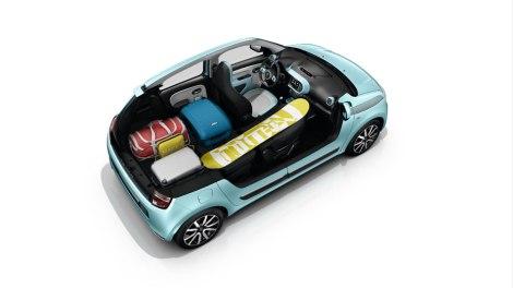 Apesar da bagageira escassa o Twingo consegue transportar objetos com mais de 2,3 m