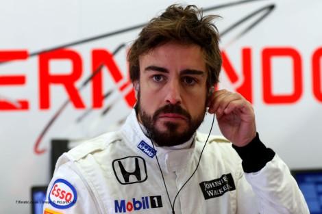 Fernando Alonso já saiu do hospital mas vai estar ausente dos testes que estão a decorrer