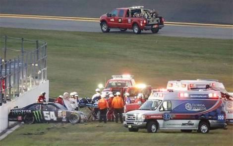 Kyle Busch partiu uma perna neste acidente e vai faltar às Daytona 500