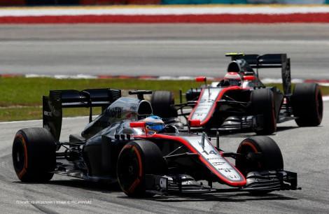 Alonso na frente de Button: nenhum chegou ao fim da corrida