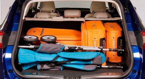A bagageira tem 540 litros e portão elétrico