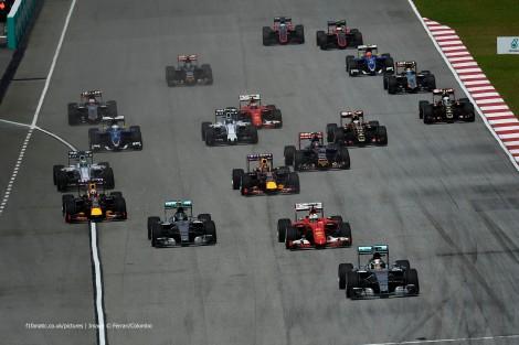 A liderança de Lewis Hamilton durou apenas a primeira volta