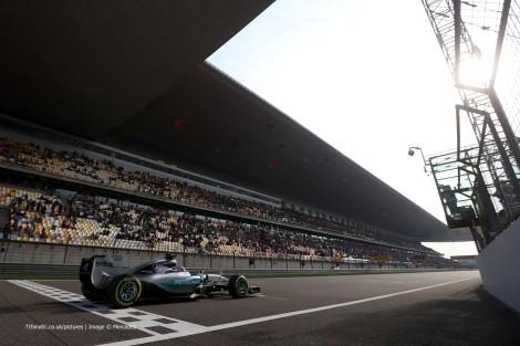 Hamilton dominou o GP da China a caminho da sua ???? vitória na F1