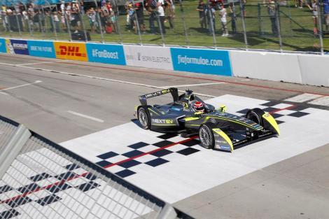 Piquet ganhou em Long Beach e tornou.se o sexto vencedor do campeonato