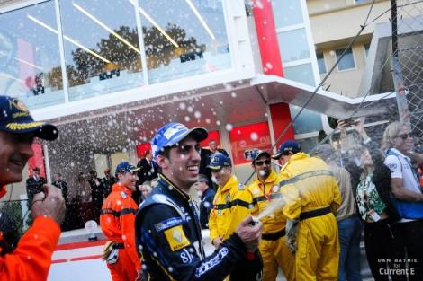 Buemi festeja a sua vitória nas ruas do Mónaco
