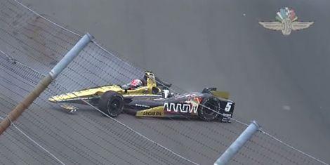 Jemse Hinchcliffe ficou ferido com gravidade neste acidnete nas Indy 500
