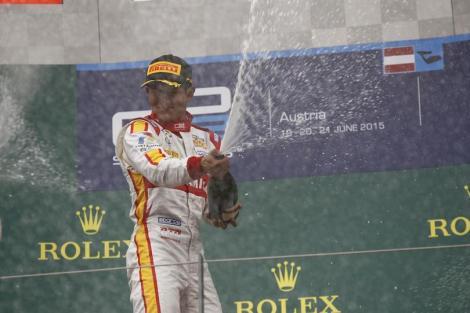 Rio Haryanto festeja o triunfo no Red Bull Ring