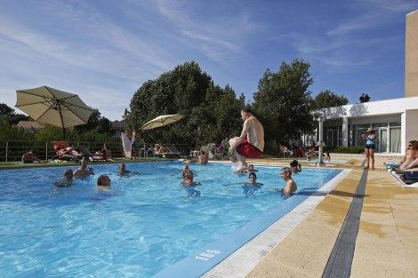 As brincadeiras na piscina do hotel...